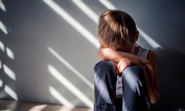 التوحد هل يستمر عند الشخص طوال العمر ؟هل يوجد له علاج ؟
